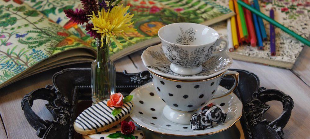 Chá com Livros de Colorir